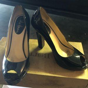 Cole haan black patten leather heels size 6b